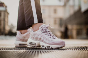 "Кроссовки Nike Air Max 95 Deluxe ""Particle Rose"""