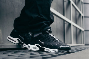 Кроссовки Nike Air Max Plus TN black/white